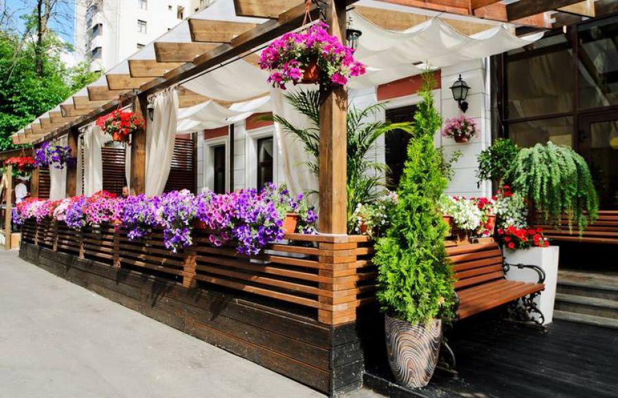 Обустройство летних веранд для баров и ресторанов